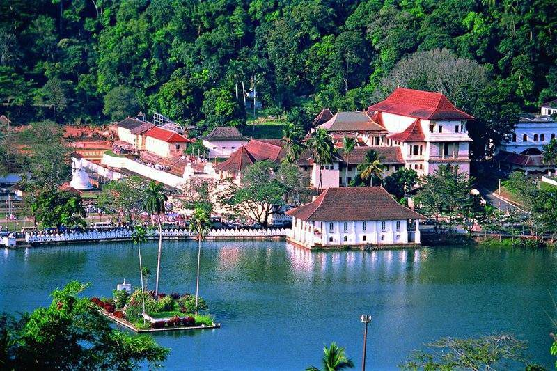 Picture From: http:// srilankaholidays.co.uk/kandy-sri-lanka/